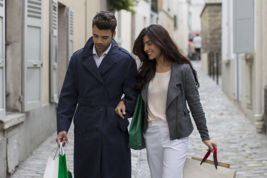 Ledershopper, Frau beim Shopping mit Handtasche