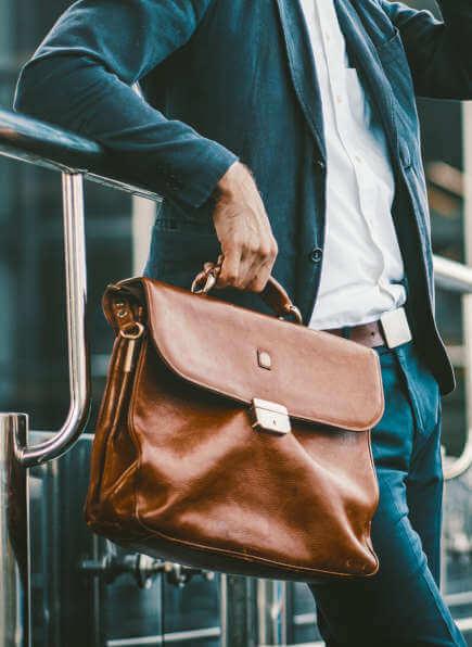 Ledertaschen Herren, Herren Business-Tasche aus Leder, Mann mit brauner Tasche
