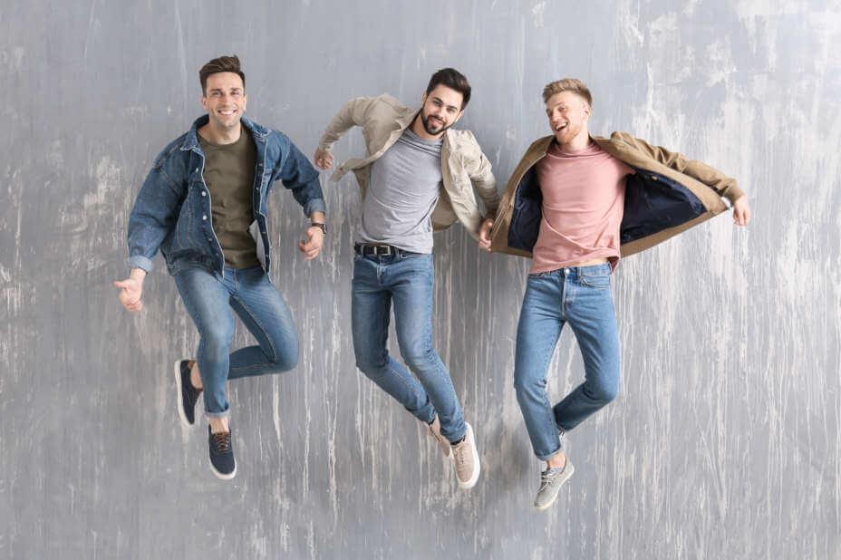 Herren Jeans, Männer in Jeans, Blaue Jeans für Herren